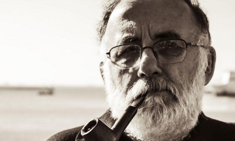 Θάνος Μικρούτσικος: «Θέλω να μπορώ να κάνω τους ανθρώπους να μη νιώθουν μόνοι»