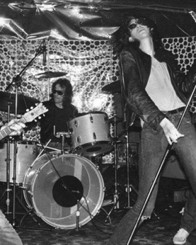 Ramones: Επανακυκλοφορεί ο πρώτος δίσκος της θρυλικής μπάντας