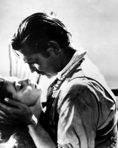 15 σπάνιες φωτογραφίες της θρυλικής ταινίας που στόλιζαν τις βιτρίνες και τα ταμπλό των σινεμά της εποχής.